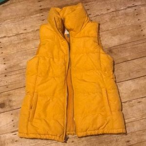 Yellow/mustard color Old Navy puffy vest! Small